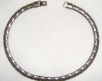 "CORO signed Silver Tone Necklace length 15 inches - width 5/16"" Unique Design ET5645"