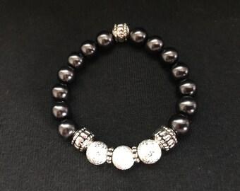 Simple Eloquence II Black beaded bracelet