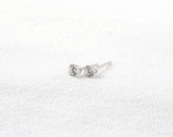 Bourgeons de Zirconiums // Sterling silver and clear cubic zirconia / zirconium stud earrings