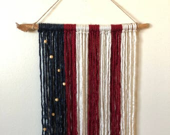USA: Yarn Wall Hanging