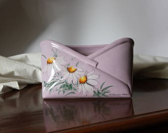 Ceramic's mail holder with daisies decoration