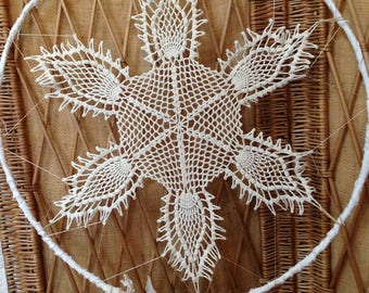 Dream catcher with lace and crochet