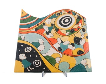 Serving chopping board with human shapes decoration and spirals-abstract line