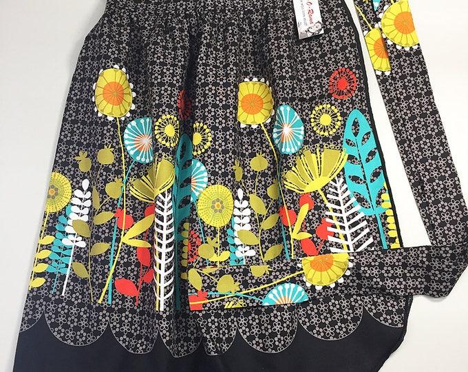 Skirt Apron - Vintage Pin Up Style - Mod Flowers Black
