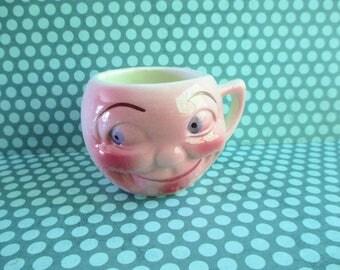 Little Vintage Smiling Face Cup