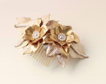 Gold flower hair comb, Golden pearl bridal headpiece, Metal flower comb, Wedding hair clip, Golden hair comb, Gold brass flower