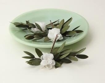 Eucalyptus hair clips, Bridal hair, woodland wedding pins, Bobby pin leaf set, Woodland hair clips, White flower pins, Eucalyptus headpiece