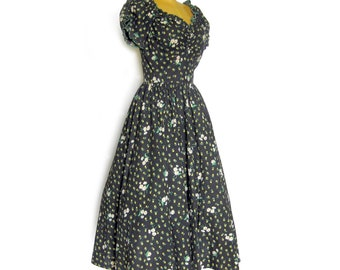 1940s 1950s Black Cotton Floral Dress / Sweetheart Neckline / Fitted Bodice / Full Skirt Dress / Party Dress / 34 Bust / Rockabilly Style
