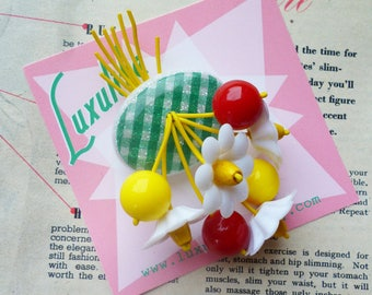 Summer blossom! Handmade 40s 50s confetti lucite style novelty green gingham brooch by Luxulite