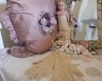 vintage 50s gloves, beige crochet gloves, 50s costume, edwardian victorian gloves, 50s does victorian