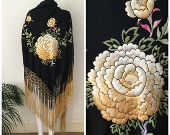 FLASH SALE Vintage 1920s Piano Shawl Embroidered Silk Ombré Tassels Floral Chrysanthemum Bohemian Gypsy