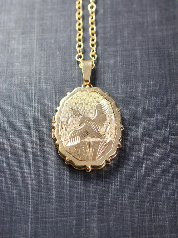 Scalloped Oval 9ct Gold Locket Necklace, Duck Nature Scene Solid Yellow Gold Vintage Photo Pendant - Countryside