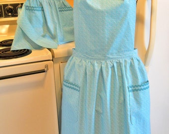 Matching Mother Daughter Old Fashioned Style Aprons in Teal
