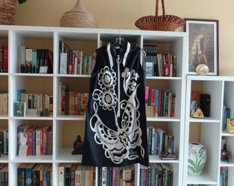 VINTAGE 1970's Vera Black and White Floral Shift Dress - available