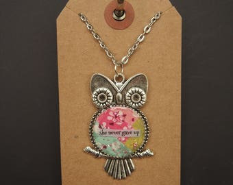 she never gave up - Owl Art Pendant - Inspirational Message - FREE SHIPPING