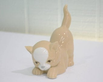 Cuart De Poblet Porcelanas Cat Figurine Made in Valencia Spain - Playful Kitten, Porcelain, Beige Brown and White, Gray Nose, Cute