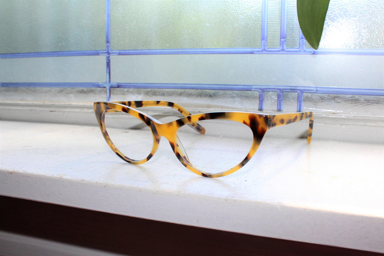 e62b863ed5 Vintage 80s Women s Cat Eye Eyeglasses Plastic Tortoise Shell
