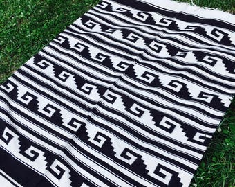 Vintage Southwest Black and White Graphic Rug, 7 X 4