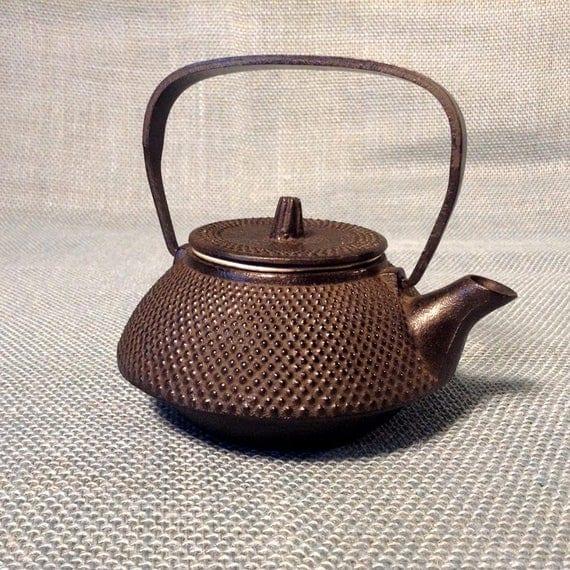 Cast iron japanese tea pot kettle tetsubin with tea strainer - Japanese teapot with strainer ...