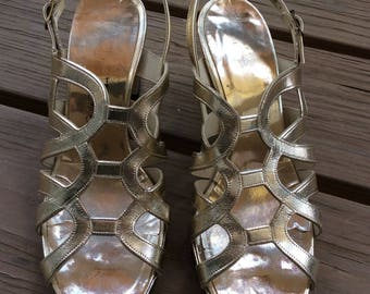 Vintage retro gold 50s 60s sandals size 6.5 vegan