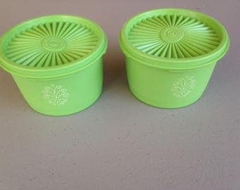 2 tupperware servelier containers in apple green