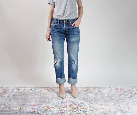Vintage Levi's distressed denim boyfriend jeans / w33 l32