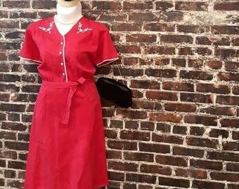"Plus Size 1950s Dress. Red Cotton 50s Dress with White Embroidery and Pearl Buttons. Defined Waist. 2XL, Extra Large, 46"" Waist"