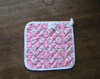 Sweetest Vintage White/Green/Pink Cotton Potholder w/ Magnet; 1970s Farm/Country Decor~Retro Pink Housewarming/Kitchen; Free Ship/U.S.