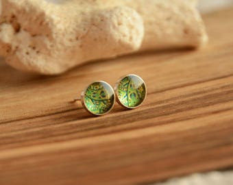 Little green earrings, forest green round ear studs, delicate sterling silver 7 mm stud earrings, small circle post earrings in gift box