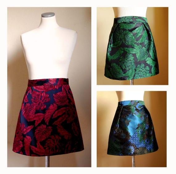 Short brocade skirt, taffeta fabric, jacquard green skirt, jacquard red skirt, floral fabric. Mini skirt woman. Made in France fashion.