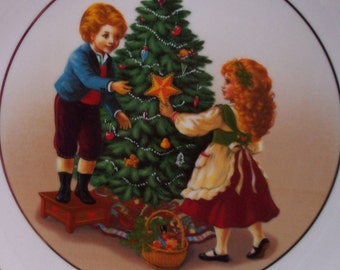 "Avon Christmas 1982 Plate ""Keeping the Christmas Tradition"" 2nd Edition"