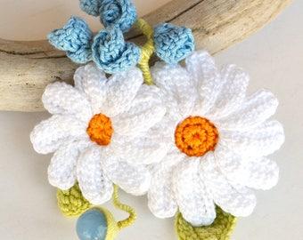 SALE, large daisy brooch, statement brooch, white flower brooch, crochet daisy, crochet flower brooch, summer flower brooch, crochet jewelry