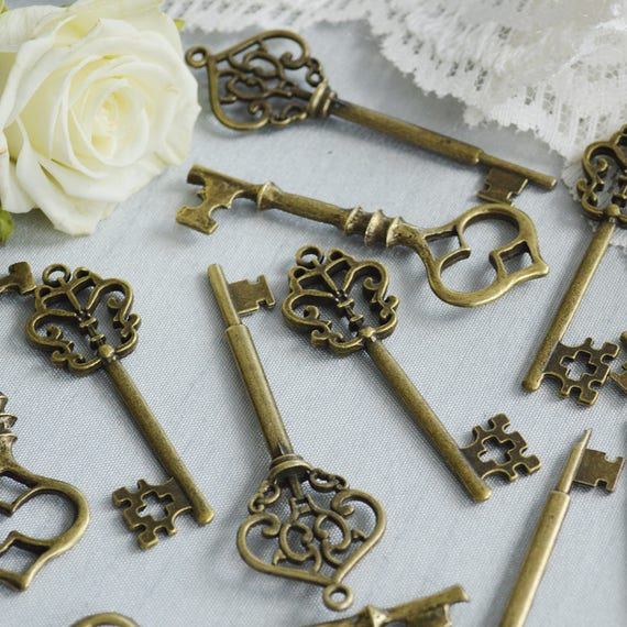 Vintage Bronze Keys for Wedding Invitations, Paper Crafts, Party Decorations, Favors, & Gifts
