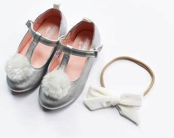 Cream Velvet Bow | Baby headband set, Baby bow Headbands, Small Bows, Baby Bows, Newborn headbands, Nylon Headbands, Baby hair bows,