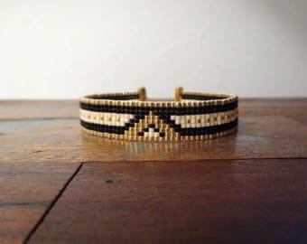 Bracelet woven with miyuki beads