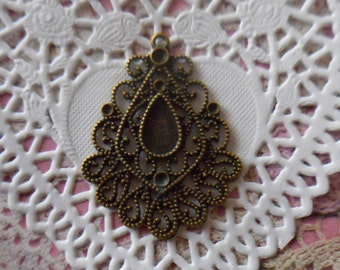 Charm metal filigree bronze finely chiseled 5,00 cm in height.