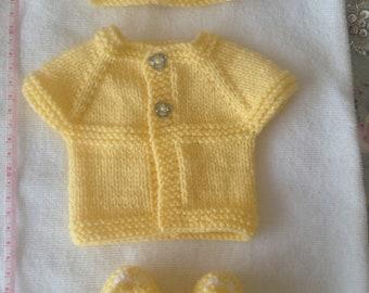 Preemie baby Cardigan, hat and booties. Lemon.