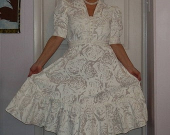 Vintage 80s Country Romance Dress size 9/ 10... like new excellent condition ...80s wedding white roses pattern