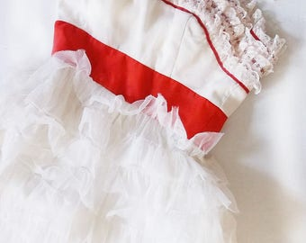Vintage  1950s Formal Cupcake Gown. Ruffled Tulle Lace w Satin Bodice Straps. Size XS. White w Red. Snow White Costume
