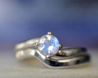 Blue Moonstone Bridal Set, Women's Simple Natural Moonstone Solitaire Engagement Ring Set, Minimalist Wavy Hammered Silver Wedding Band