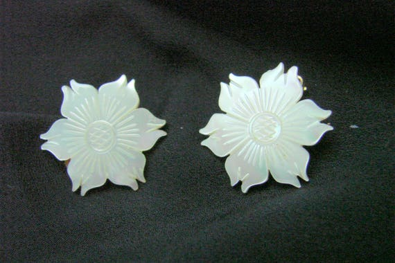 Antique Carved Mother of Pearl Floral Clip Earrings / Vintage Jewelry / Jewellery