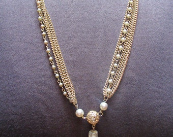 Vintage 1960's - 1970's Pearl and Gold Chain Necklace