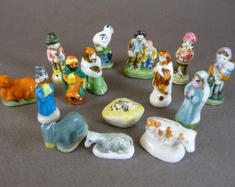 15 French Nativity feves,  Wisemen ceramic miniatures, Tiny Crib, Christmas night, ceramic dolls, King Cake supplies