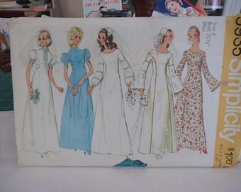 1972 Wedding Formal Long Dress Pattern Bishop or Puff Sleeves Princess Seams  Size 18 Bust 31.5 Simplicity 9935