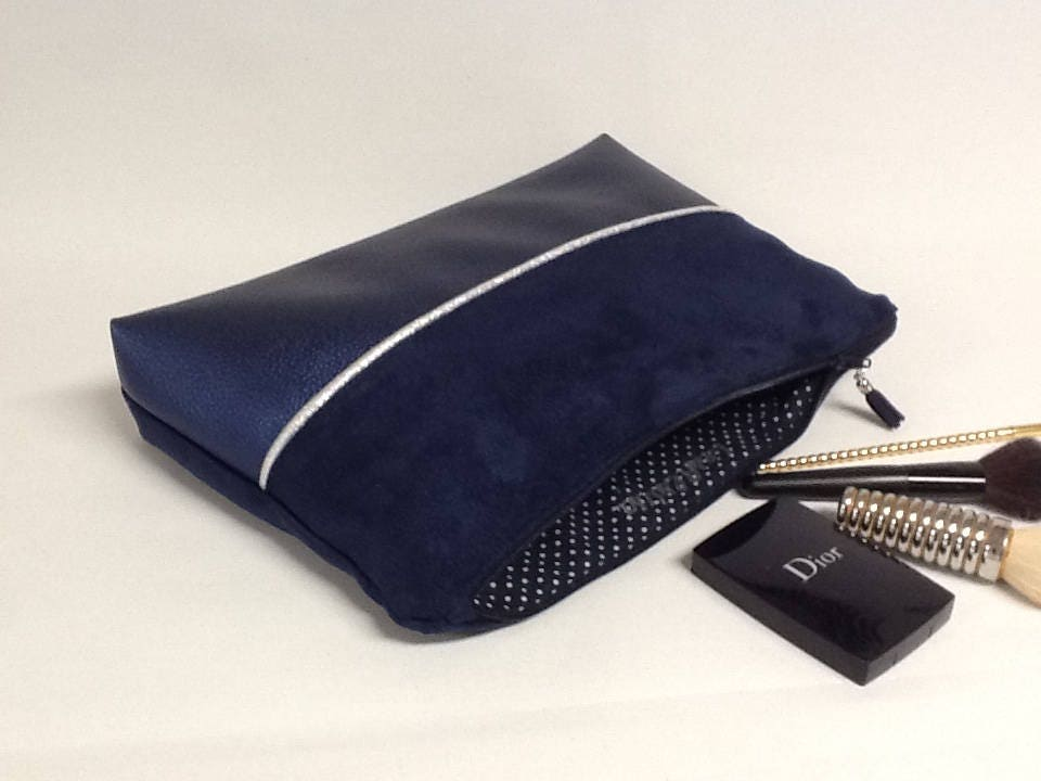 grande pochette maquillage pour femme bleu marine en su dine et similicuir iris avec liser. Black Bedroom Furniture Sets. Home Design Ideas