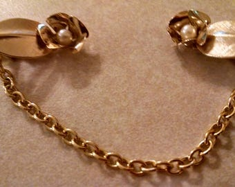 Pearl Rose Sweater Clip, Gift for Her, Gifts Under 15.00, Gold Tone Roses with Faux Pearl Center, Sweater Chains, Vintage Sweater Clips,Cute