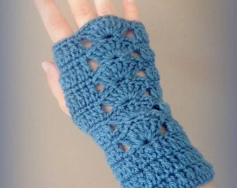 Teal mittens knitted in crochet only made in France