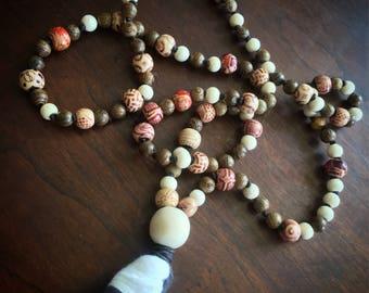 Mama Malas: Franka. 108 wooden teething prayer mala necklaces for the yogi mamas and their teething babies.