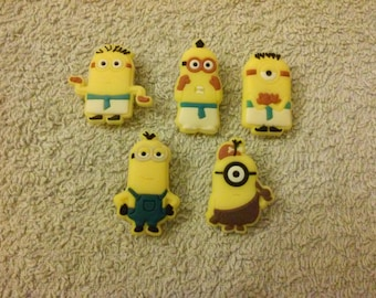 Lot 9 jibbitz Minions (badges for fangs)