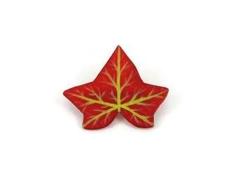 Broche feuille de lierre pourpre, broche éco-responsable feuille rouge, broche fantaisie d'automne en plastique peint (CD recyclé)